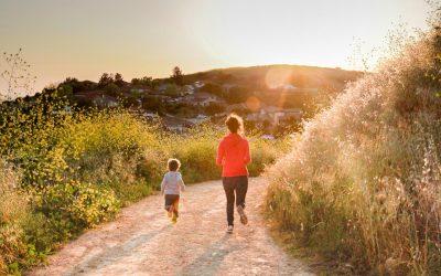 Randonner avec des enfants: 6 conseils pour les faire avancer
