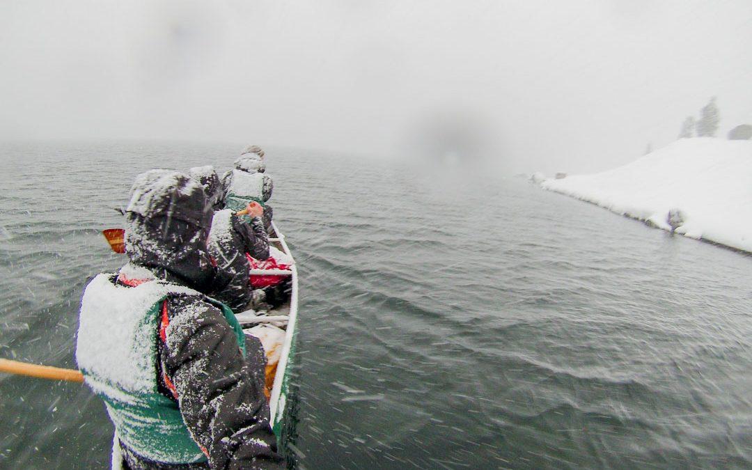 Expédition canoë: pris dans une tempête de neige